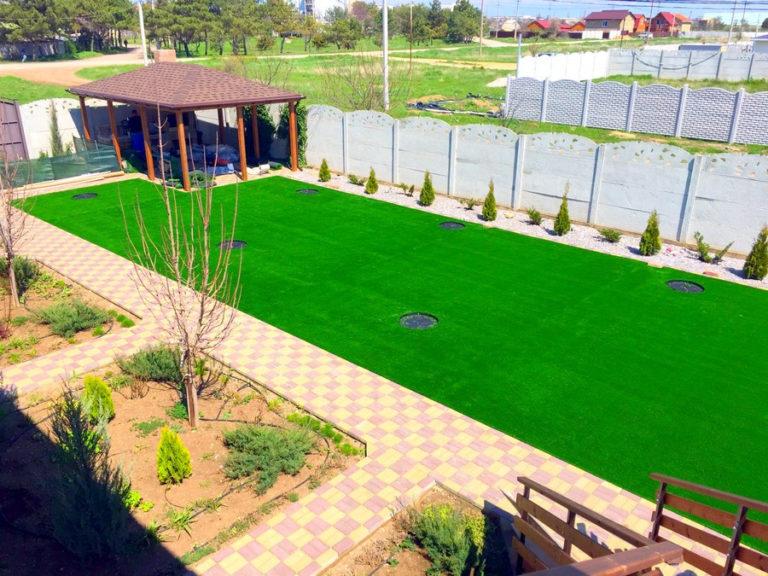 как выбрать и уложить искусственный газон