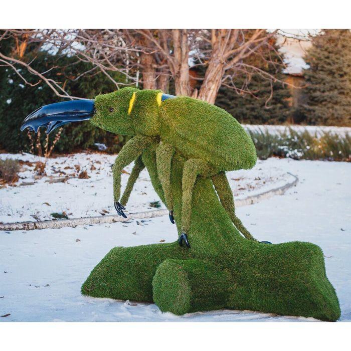 "Топиар-фигура ""Жук на стволе дерева"""