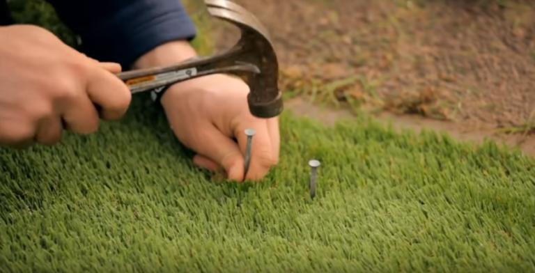 Искусственная газонная трава прибить края