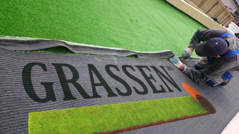 укладка искусственного газона грассен